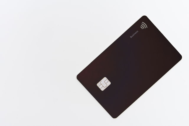 Carte bancaire noire. Bien choisir sa banque pour devenir nomade digital.