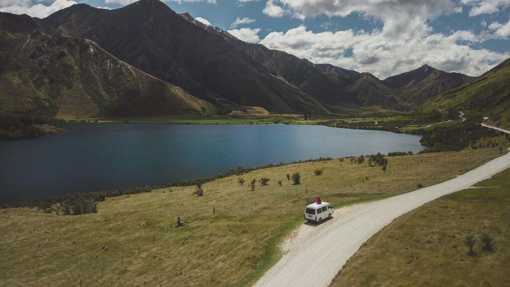 spots van avec vue sur la montagne