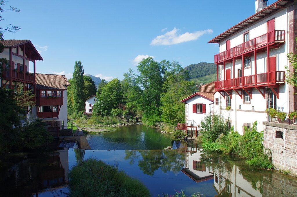 st jean de pied de port dans le pays basque à visiter lors de votre road trip en France