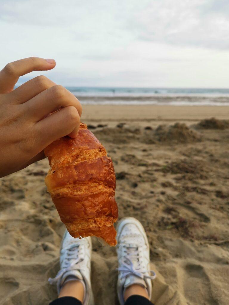 croissant sur la grande plage d'hendaye