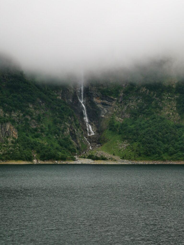 lac d'oo et sa grande cascade