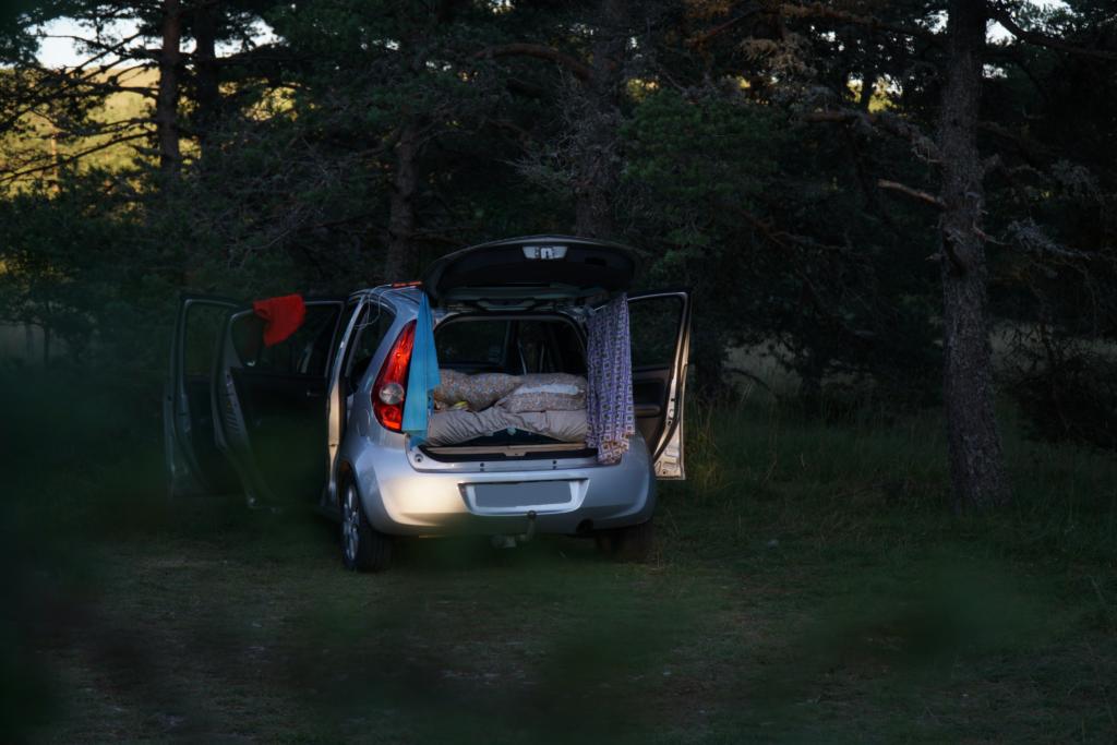 notre voiture aménagée en van sur notre spot pour la nuit en France