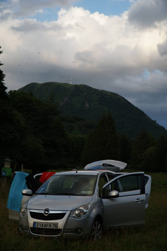 premier spot de notre road trip d'un mois en France à bord de notre opel agila aménagée en mini van