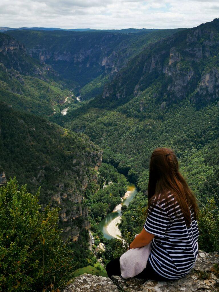 johanna devant le panorama avec vue sur les gorges du tarn