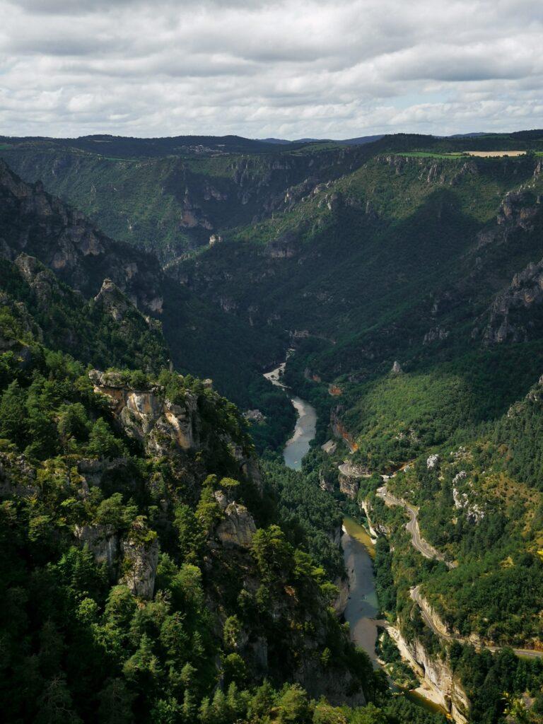 panorama du roc des hourtous avec une magnifique vue sur les gorges du tarn