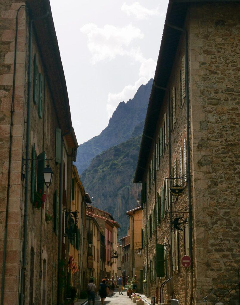 rue principale du village de villefranche du conflent